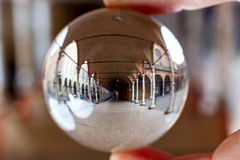 Église de Servi de dei de Santa Maria à Bologna, dans une boule de cristal Images libres de droits