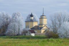 Église de St George dans le gel Voronich, Pushkinkie d'octobre sanglant Russie photo stock
