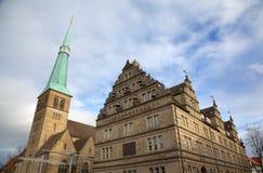 Église de St Nikolas et Hochzeitshaus (Chambre de mariage). Hameln photo libre de droits