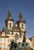 Église de Tyn, vieux grand dos, Prague. Images stock