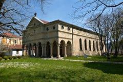 Église de ville de Kotel en Bulgarie Photographie stock