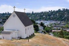 Église donnant sur Tiburon la Californie photographie stock