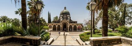 Église du bâti des béatitudes, mer de la Galilée en Israël Photos libres de droits