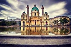 Église du ` s de Charles de panorama, Karlskirche à Vienne, Autriche Photos stock