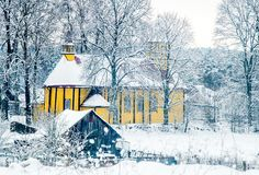 Église en bois dans la campagne lithuanienne Photographie stock