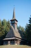 Église en bois dans le nord de la Transylvanie, Roumanie Image libre de droits