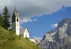 Église en dolomite Photographie stock libre de droits