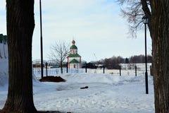 Église en pierre blanche de la Russie Photo stock