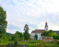 Église enrichie dans Bunesti, près de Rupea photos stock
