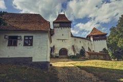 Église enrichie dans Viscri, Roumanie photographie stock libre de droits