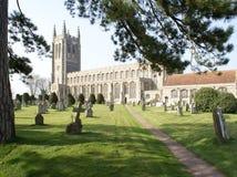 Église et cimetière Photographie stock