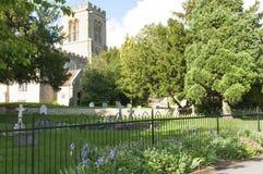 Église et cimetière de pays Images stock