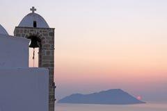 Église et coucher du soleil Photo stock