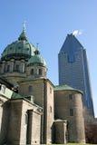 Église et gratte-ciel de Montréal images libres de droits