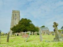 Église et l'arbre photos stock