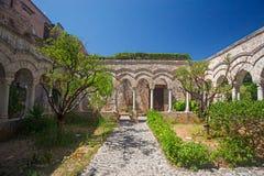 Église et monastère de St John des ermites à Palerme, Ital photographie stock libre de droits