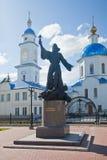 Église et monument de Maloyaroslavets Photographie stock libre de droits