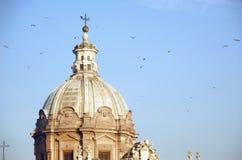 Église et oiseaux Image libre de droits