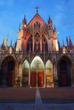 Église gothique la nuit, Photo stock
