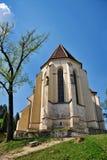 Église gothique sur une côte en Transylvanie Photographie stock