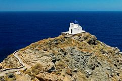 Église grecque sur l'île de Sifnos Photographie stock libre de droits