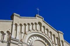 Église historique avec la croix Photographie stock libre de droits