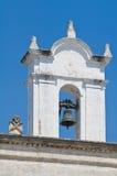 Église historique de belltower de la Puglia. l'Italie. Image stock