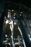 Église intérieure de Gaudi Photographie stock
