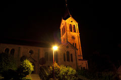 Église la nuit Photos stock