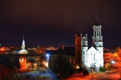 Église la nuit Images stock