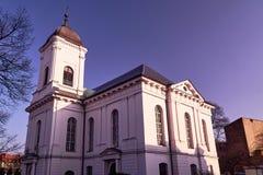 Église néoclassique avec un beffroi photo stock