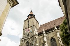 Église noire gothique antique en Brasov, Roumanie images stock