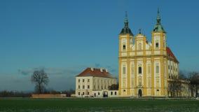 Église Ocistovani Panny Marie de pèlerinage dans l'arbre d'hiver, dans la copie NAD Moravou, une église baroque dans un domaine d image libre de droits