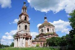 Église orthodoxe abandonnée dans la région de Tver Photographie stock libre de droits