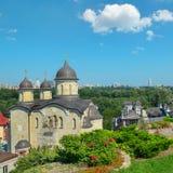 Église orthodoxe contre le secteur de Pechersk de Kiev Photo libre de droits
