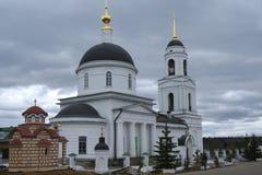 Église orthodoxe dans la campagne Photographie stock
