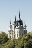 Église orthodoxe dans un pays Photos stock