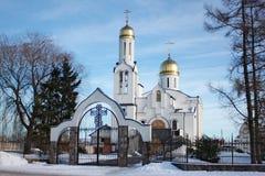 Église orthodoxe de brique de St Tikhon de Zadonsk dans le style russe dans Polessk Labiau Image stock