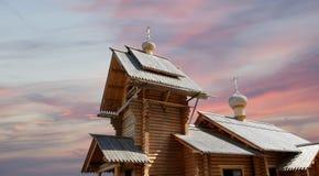Église orthodoxe en bois moderne à Moscou, Russie Image libre de droits