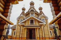 Église orthodoxe en bois moderne Images stock