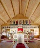 Église orthodoxe en bois moderne intérieure à Moscou, Russie Photos libres de droits
