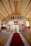 Église orthodoxe en bois moderne intérieure à Moscou, Russie Photo stock