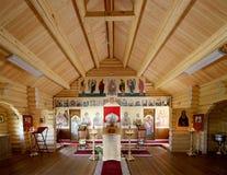 Église orthodoxe en bois moderne intérieure à Moscou, Russie Image libre de droits