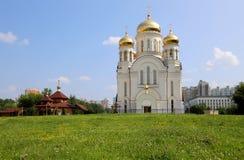 Église orthodoxe moderne à Moscou, Russie Photographie stock libre de droits