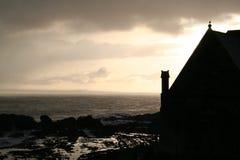 Église par la mer Images stock