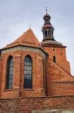 Église paroissiale gothique derrière le mur Image libre de droits