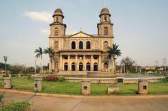 Église prise sous l'incendie photographie stock