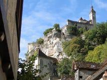 Église romane et tombeaux Images stock