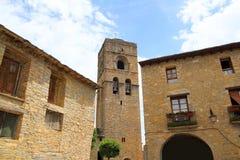 Église romane médiévale Espagne de village d'Ainsa Photo stock