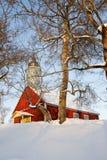 Église rouge en hiver Photo stock